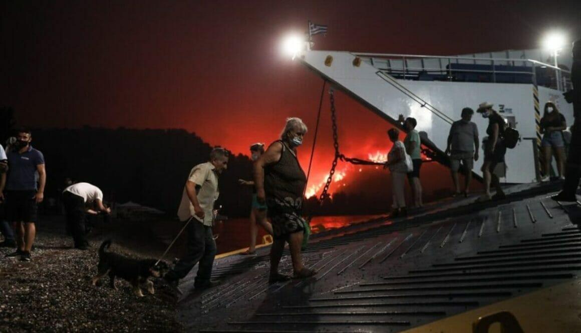 Συνολικά-650-άτομα-απομακρύνθηκαν-με-ασφάλεια-με-φέρι-μποτ-από-τη-Λίμνη-Ευβοίας-1080x675